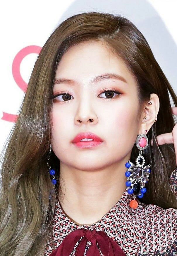 These Seventeen Female K Pop Idols All Have Gorgeous Piercings It Ll Make You Want To Get One Too Blackpink Jennie Piercings Kpop Earrings