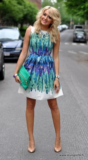 Elő lányok a tavaszi ruhákkal! Villantsuk azokat az őzike lábakat! ;)