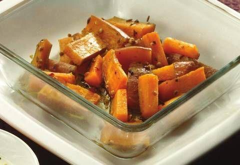 Patate dolci al coriandolo e curry con salsa allo zenzero e agrumi