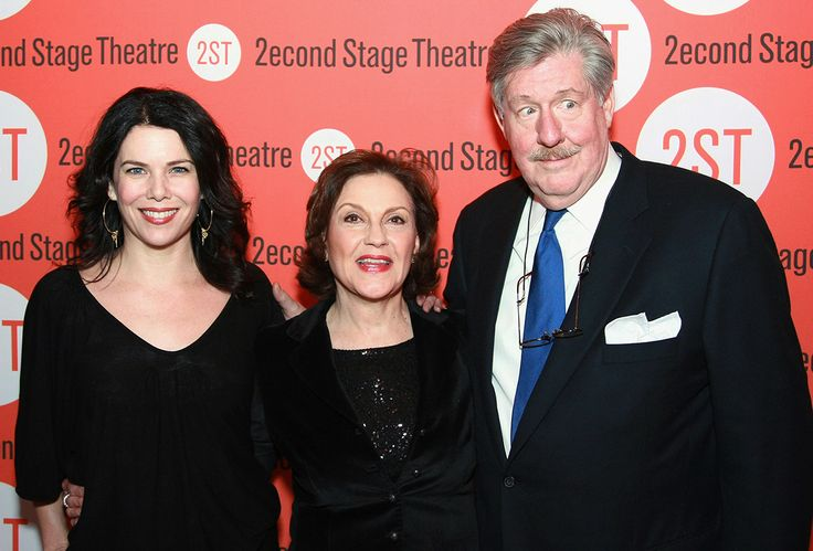 Following the tragic death of Edward Herrmann his Gilmore Girls costars, including Lauren Graham and Kelly Bishop, mourn his loss