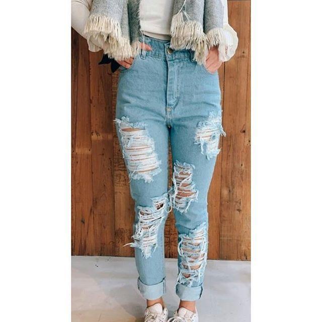 New The 10 Best Outfit Ideas Today With Pictures Jean Boyfriend Roto En El Frente Rigido Y T Jeans De Moda Pantalones Boyfriend Pantalones Jeans De Moda
