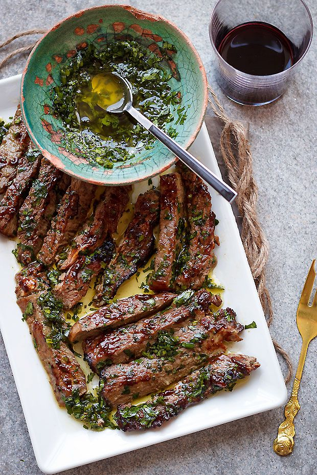 [ spicy grilled steak with parsley sauce ]