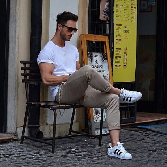 Where is my newsletter ? Awesome men's outfit. White T-shirt and ...