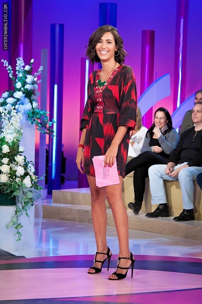 Caterina Balivo (abito Custo Barcellona, scarpe Paciotti, collana Claire's) #necklace #blackshoes