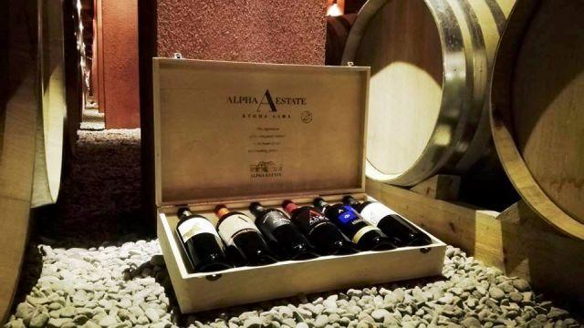 Κόκκινο κρασί από την ποικιλία Pinot noir καλλι&epsil...