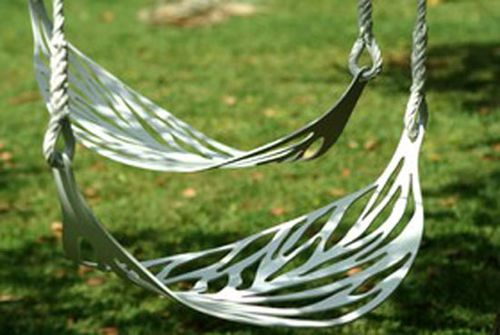 I love leaves. These leaf swings are awesome, and would be great swinging from a big old tree.
