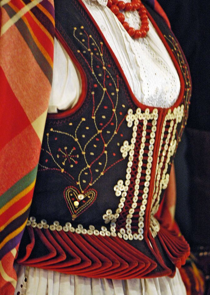 Polish folk -buttons embellishment