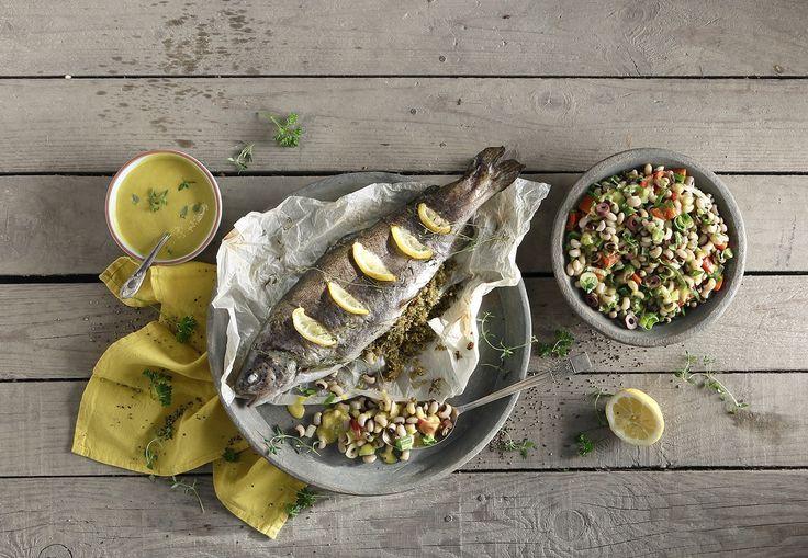 Πέστροφα Φούρνου με Μαυρομάτικα Φασόλια Σαλάτα #MadewithAB! Εύκολη, ελαφριά συνταγή με τις αγαπημένες πέστροφες που ταιριάζουν τέλεια με τη σαλάτα φασολιών!