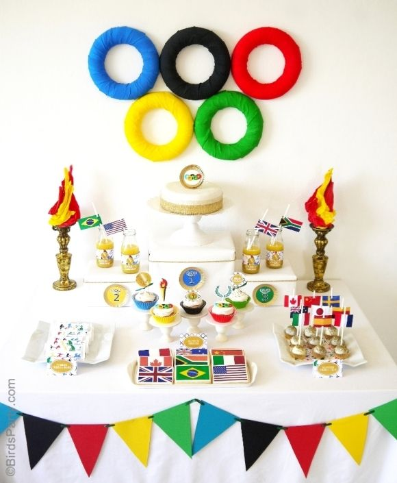 Beautiful Olympic theme party decorations.  Check out Bird's Party blog so that you can make these wall and table decorations.