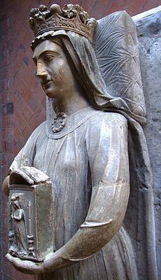 Статуя Беренгарии в аббатстве Эпо, в Ле-Мане, Беренгария Наваррская,  1165/1170, Памплона, Королевство Наварра - 23.12.1230, Ле-Ман, Франция). Жена короля Англии Ричарда Львиное Сердце. В 1190 году, через год после своей коронации Ричард начинает переговоры о свадьбе с Беренгарией. Для этого он посылает свою, тогда уже 70-ти летнюю мать, Алиенору Аквитанскую, в Наварру; сам он в это время был занят с королём Франции, Филиппом Августом, вместе с кот. предпринял Третий крестовый поход.