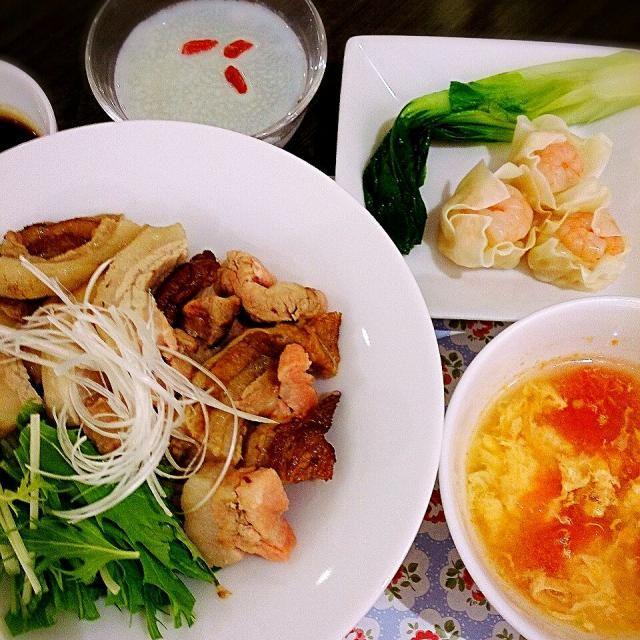 黒烏龍茶でさっぱり♪ - 9件のもぐもぐ - 黒烏龍茶で煮た豚バラチャーシュー丼 &中華トマトスープ by mixberryras27