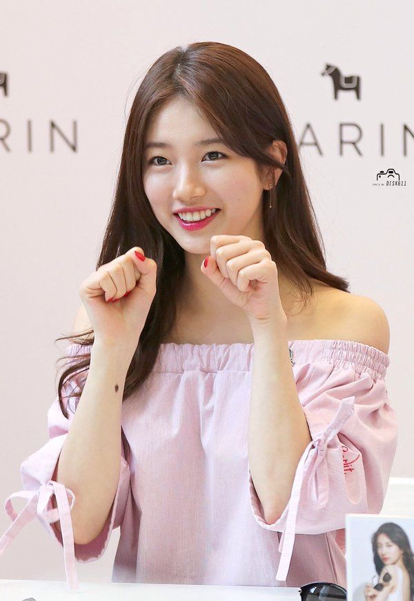 """Miss A suzy has done Sana mouvement shy shy shy the member section of the band Twice """" she looks cute and pretty <3 """""""