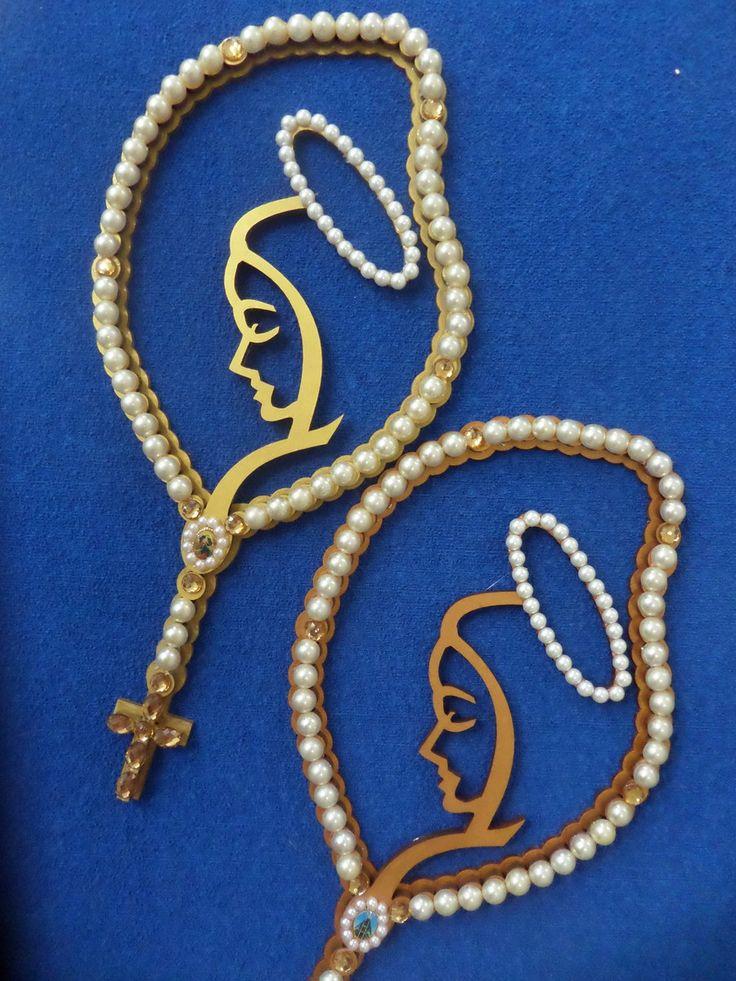 Rosario de Maria ou terço de Maria em mdf. Para ficar mais resistente foi colocado uma base de mdf em 3mm. Terço pintado em dourado e as contas do terço são meia perola.