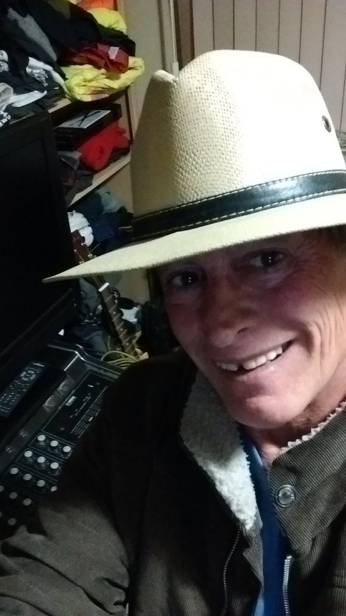 """Robin Ariel Holgate on Twitter: """"Glad 2B Working on my new #Countrymusic Song """"Burnt Out Blues"""" https://t.co/GnpyihuMOg"""""""