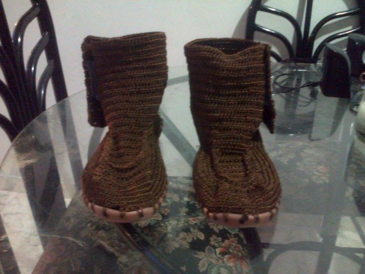Zapatos tejidos.