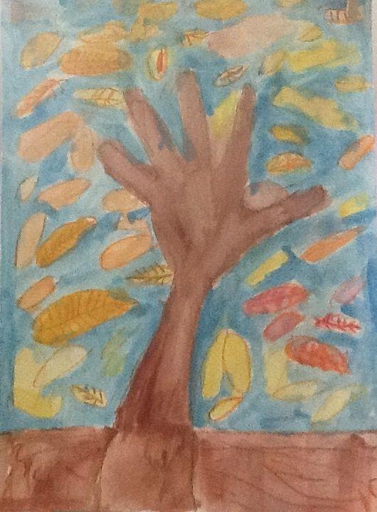 Φθινοπωρινό δέντρο με το περίγραμμα της παλάμης. Λαδοπαστέλ και νερομπογιές. Νηπιαγωγείο Επισκοπής Ηρακλείου