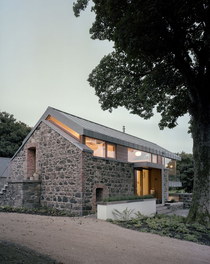 Exterior of Loughloughan Barn, Northern Ireland, © McGarry-Moon Architects www.architecture.com