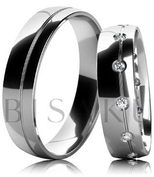 B34 Snubní prsteny z bílého zlata celé v lesklém provedení s drážkou ve dvou třetinách prstenu. Dámský prsten zdobený kameny. #bisaku #wedding #rings #engagement #svatba #snubni #prsteny