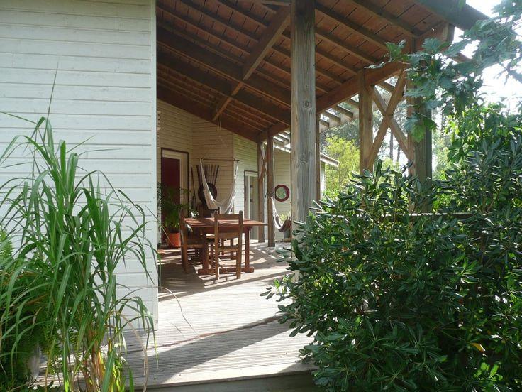 Location vacances villa Biscarrosse: Vue sur la grande terrasse bois