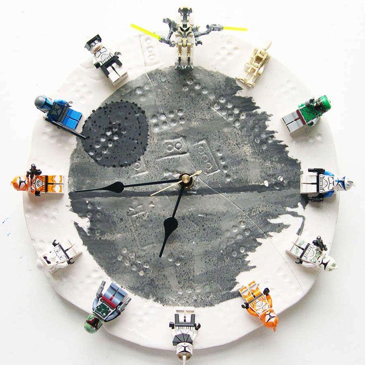 DIY: Geektastic Star Wars LEGO Clock (by YOUgNeek)