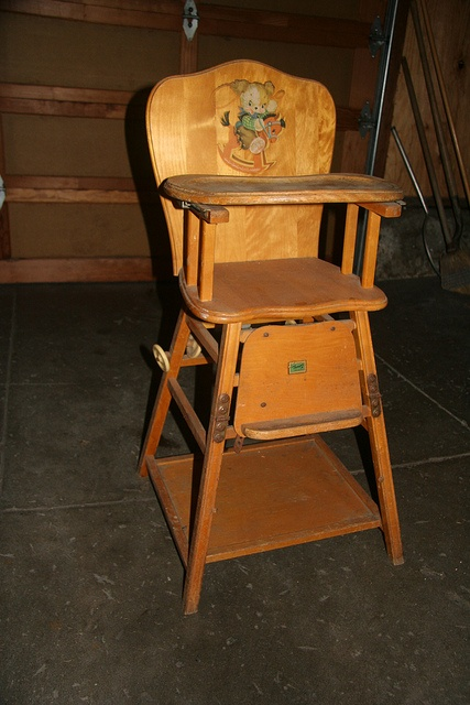 Love this 1950s High-Chair! Brings back memories to!