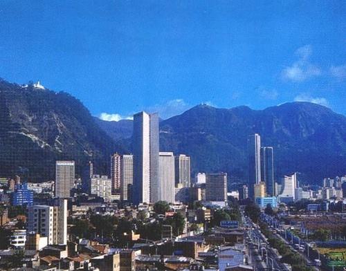 Vista del centro - Bogotá (Colombia) by STUDY TOURS Colombia, via Flickr
