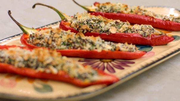 Eén - Dagelijkse kost - Puntpaprika's gevuld met quinoasalade