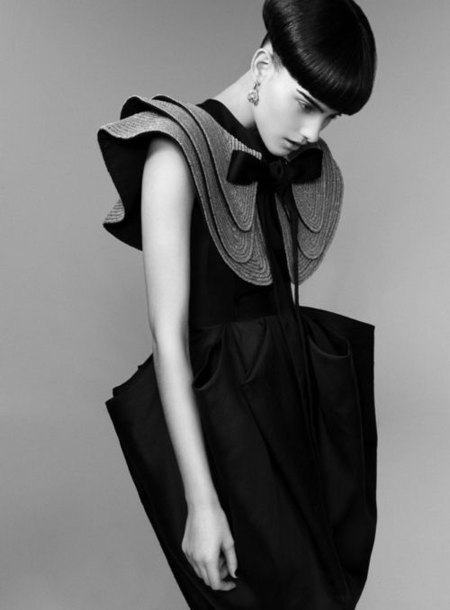Exaggerated and layered Flat collars
