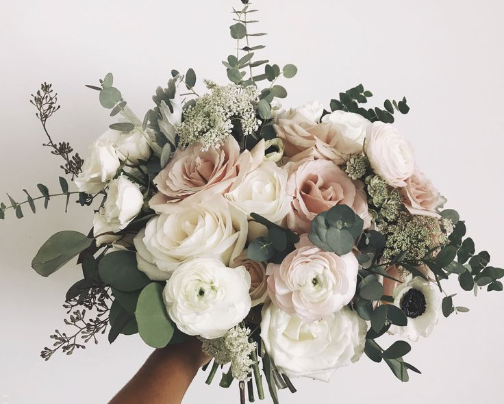 Blush and White Bouquet #romanticlace Rose, ranunculus, and Queen Anne's lace, and eucalyptus greenery ma Blush and White Bouquet #romanticlace Rose, ranunculus, and Queen Anne's lace, and eucalyptus greenery make up this soft and romantic light blush pink and white bouquet. #weddingbouquets
