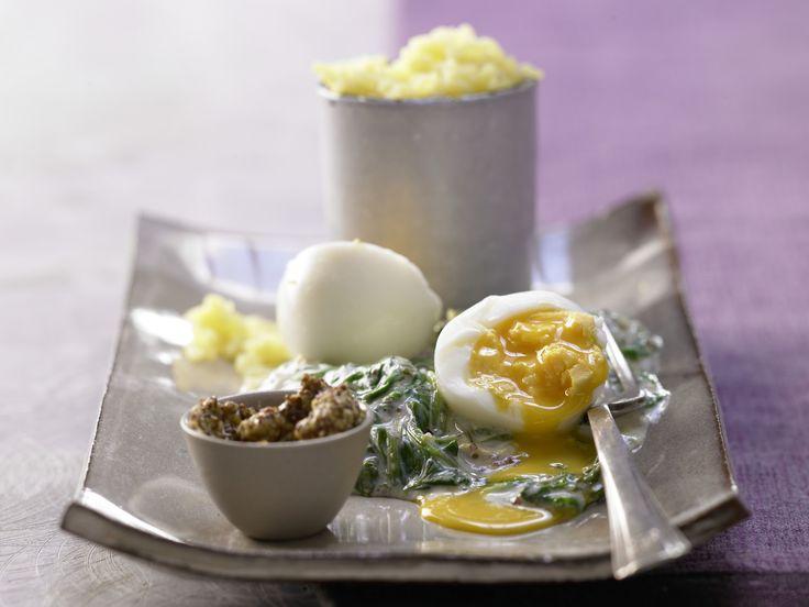 Schnelle Senfeier – smarter - mit Blattspinat und Estragon - smarter - Kalorien: 394 Kcal - Zeit: 15 Min. | eatsmarter.de