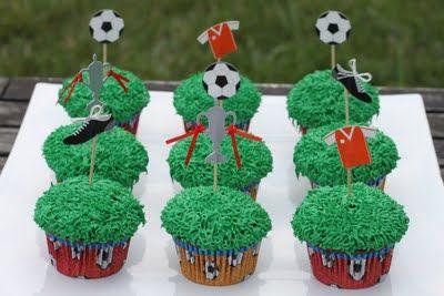 Cupcakes & Swirls - the blog: Soccer Cupcakes!