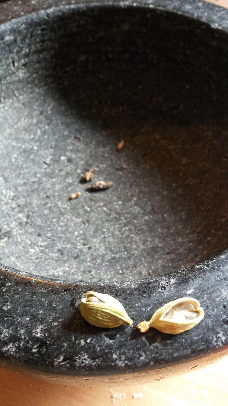 Plantaardig zonder banaan: Zoete-aardappel-in-de-bonenpuree met warme paprika-Chinese-koolsalade.