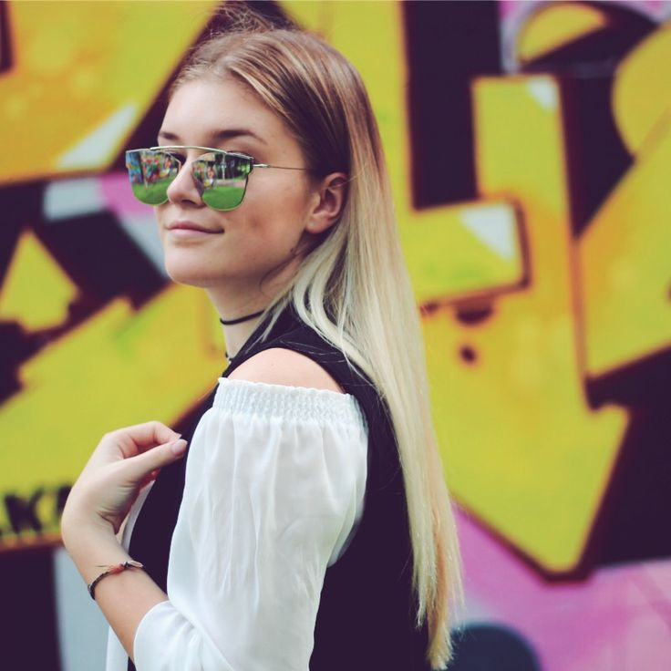 Tips for: Shooting outfits at graffiti walls. So, you want to shoot an outfit with a graffiti wall as your background? No big deal, of course, but there are some things the take in consideration before you do. Read more in this post!