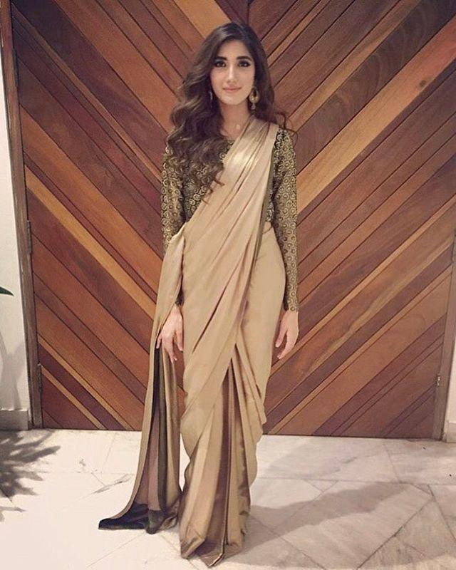"9,225 Likes, 44 Comments - Pakistan Street Style (@pakistanstreetstyle) on Instagram: ""#Repost from @anaumh Elegant in a #MumtazJahan sari #pakistanstreetstyle"""