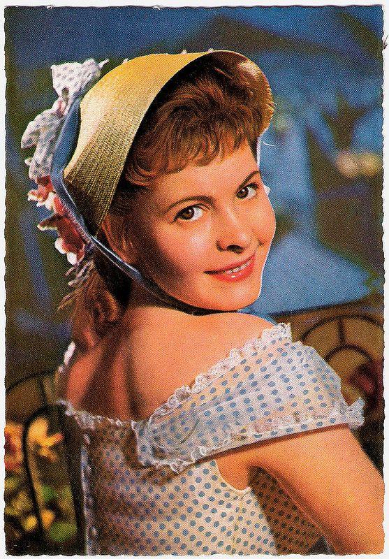 Johanna Matz. German postcard by WS-Druck, Wanne-Eickel, no. F 40. Photo: Niczky.