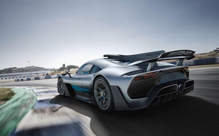 Главный дизайнер Горден Вагенер в восторге от проекта: «Mercedes-AMG Project One — самый горячий и крутой автомобиль из всех, что мы когда-либо разрабатывали. Он знаменует собой новую веху». Супергибрид разгоняется до 200 км/ч менее чем за шесть секунд, уделывая по этому показателю Bugatti Chiron (6,5 с). Но максимальная скорость у Мерседеса ниже: 350 км/ч против широновских 420. Тем не менее босс AMG Тобиас Моерс уверен, что с точки зрения технологически возможного модель подняла планку на…