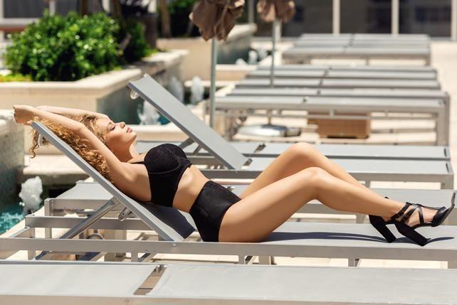 Яна Соломко в купальнике продемонстрировала похудение после родов (фото) | podrobnosti.ua