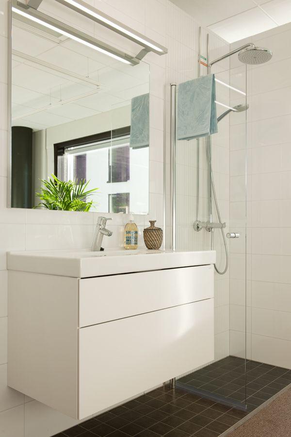 Kylpyhuoneen varusteita Skanska Kotien Kotimyymälässä. Millainen hana? Leveämpi suihkupää?