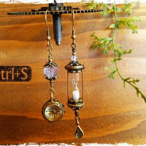 砂時計と方位磁石のピアス  #コントロールエス#ピアス#砂時計#レジン#レジンアクセサリー#樹脂#樹脂アクセサリー#歯車#ヴィンテージ#スチームパンク#アンティーク#方位磁石#コンパス#compass#sandglass #handmade#accessory#resincraft#steampunkstyle#steampunkfashion#steampunkjewelry#steampunk