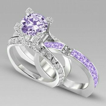 Love this gorgeous set of purple engagement and wedding rings