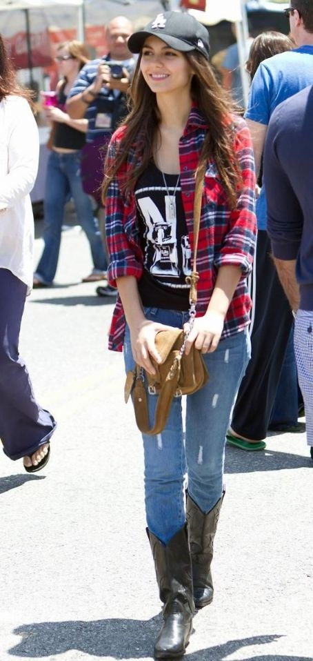 Victoria Justice, Love her outfit!