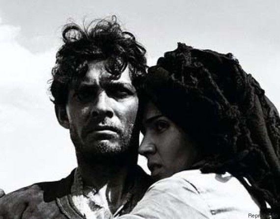 Deus e o Diabo na Terra do Sol - Yoná Magalhães ao lado de Geraldo Del Rey em cena do filme, de Glauber Rocha