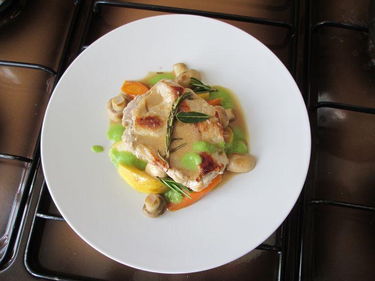 JHS  /  Raviolo di maiale salsa di mele vino bianco e funghi con carote e sugo di piselli  Gino D'Aquino
