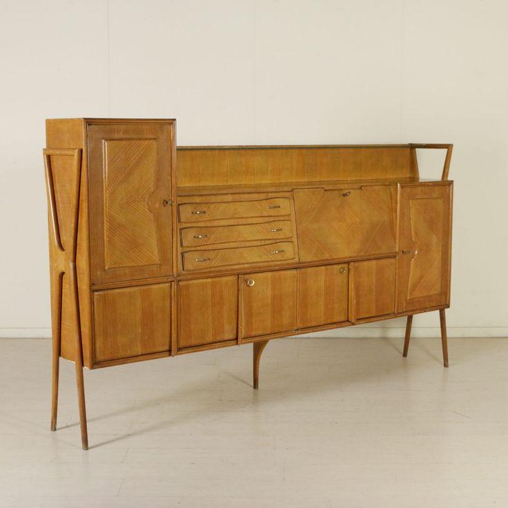 Mobile credenza anni 50; legno impiallacciato larice, mensola in vetro.