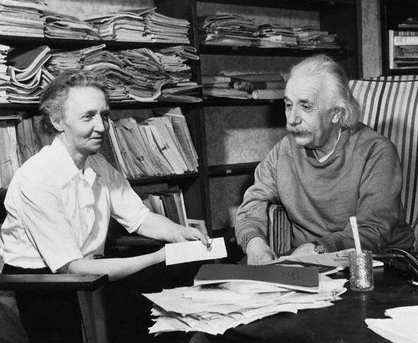 Résultats Google Recherche d'images correspondant à http://4.bp.blogspot.com/-L3tAyqKXsks/Uf7G8IYq3BI/AAAAAAAAB80/gXCR5qyMe80/s1600/_Irene+Joliot-Curie_Albert+Einsteine_Princeton.jpg