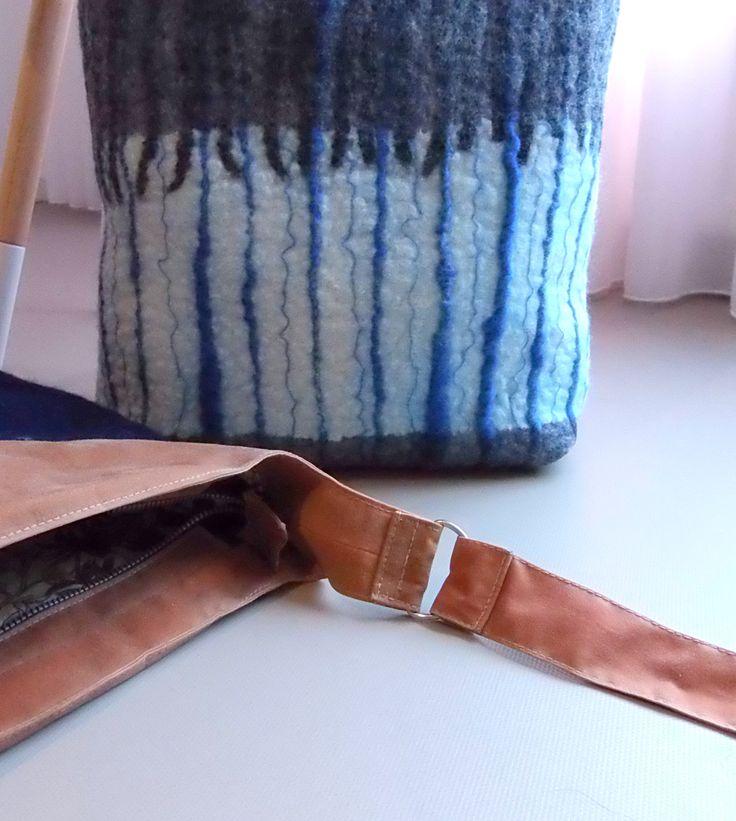 handmade wool felt and waxedd cotton bags. wollen vilt and gewaxed canvas tassen.