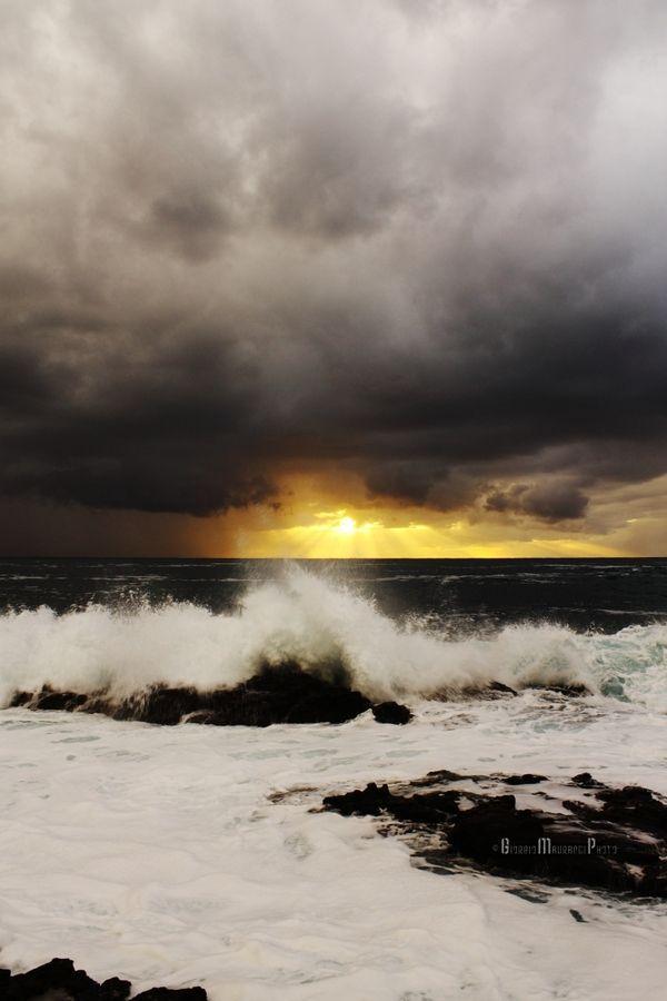 A day with a frightening sea, Carloforte, Sardinia - Italy by Giorgio Maurandi