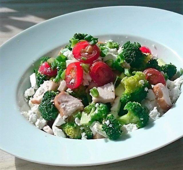 Een lekker koolhydraatarm diner. Met broccoli één van de krachtigste groenten waarvan bekend is dat hij ons bescherming kan geven tegen kanker.
