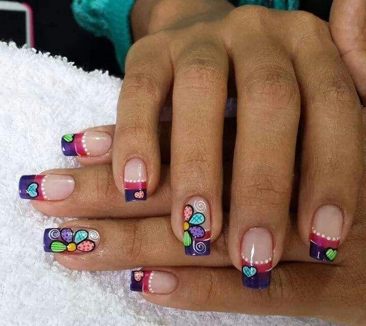 Esmaltado de uñas Flores Corazones Colores