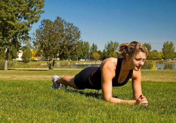 A rotina de treinamento para a corrida de rua deve contar com exercícios para o fortalecimento muscular. Saiba como ter um corpo mais forte e ganhe rendimento